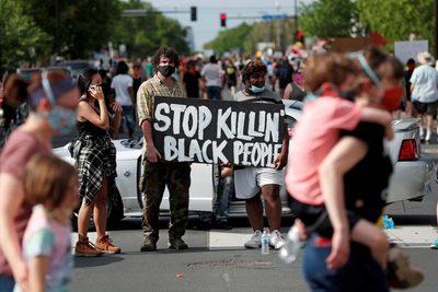 Inquietud en Estados Unidos por la muerte de un hombre afroamericano durante una aparente brutal detención policial
