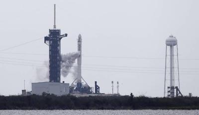 HOY / Histórico lanzamiento del cohete de SpaceX y la NASA se posterga por mal tiempo