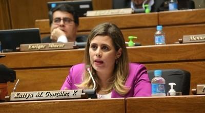 """Kattya tras rechazo al pedido de juicio político a Sandra Quiñónez: """"Un cachivache es la Cámara"""""""