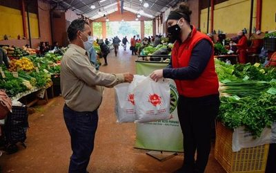 Feriantes reciben donación de tapabocas