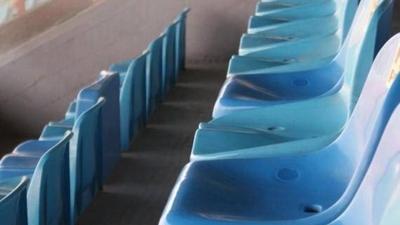 HOY / Hungría abre al público los estadios, con tres asientos de separación