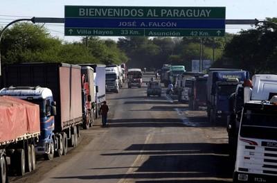Camioneros denuncian 'abuso de autoridad' y controles sin cumplir recaudos sanitarios en fronteras