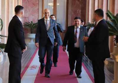 ¿Mazzoleni presidente? Ataques contra el ministro es por temor de adversarios, dijo Mario Abdo