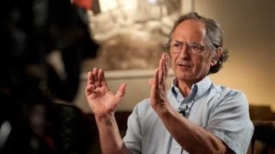 Cuarentenas cuestan más vidas de las que salvan, según ganador del Premio Nobel