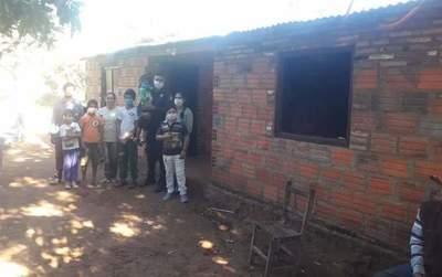 Policía construyó una casa a humilde familia de Paraguarí • Luque Noticias
