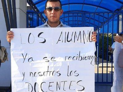 Docentes de universidad de Caaguazú exigen pago de salarios
