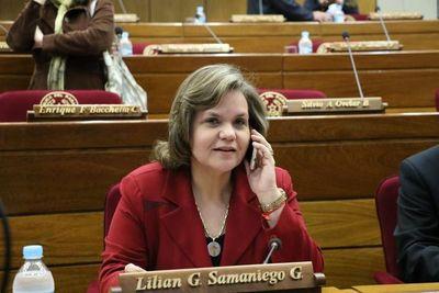 Afirman que la senadora Samaniego viajó por motivos de salud