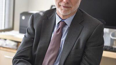 Martin Baron pronuncióun discurso a los graduados de la Universidad de Harvard