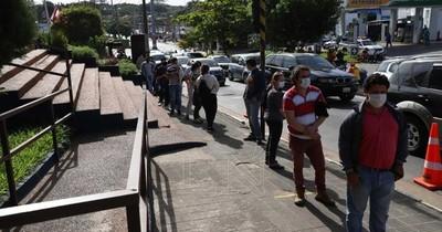 Largas filas para renovar licencia en Municipalidad de Lambaré
