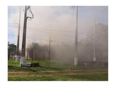 Voraz incendio consume subestática de la ANDE de Santa Rosa del Aguaray
