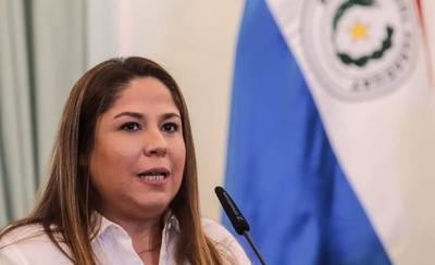 HOY / Imputan a Patricia Samudio por caso de compra de agua tónica y mascarillas en Petropar