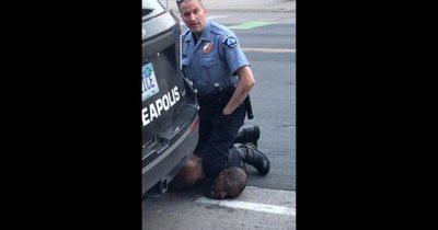 Toque de queda y policía acusado por muerte de un hombre detenido en Minnesota