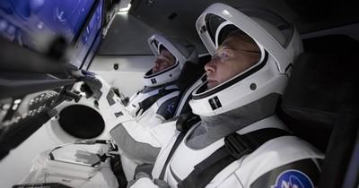 Histórico despegue del SpaceX pone a dos astronautas rumbo al espacio