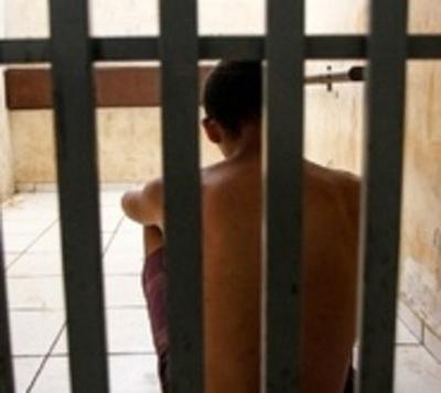 Seis años de cárcel para adolescente que mató a su padrastro