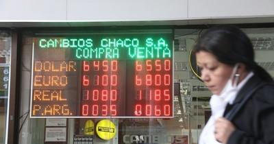Agentes económicos prefieren aún al dólar ante el contexto regional