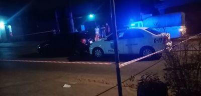 """Padre de menor baleado aclara que no atropelló la barrera policial: """"Jugaron a matar, tiene 6 disparos mi auto"""""""