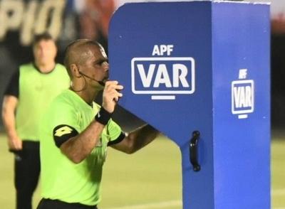 HOY / El VAR estará presente en el retorno del fútbol paraguayo