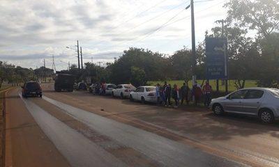Ciudadanos se manifiestan contra deuda de Itaipú