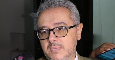 Director Anticorrupción del MEC contradice al ministro Acevedo