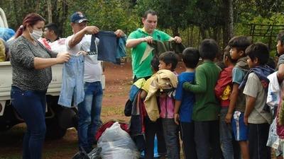 Llegan con abrigos a comunidad indígena