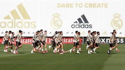 HOY / El Real Madrid vuelve a entrenar en equipo 81 días después