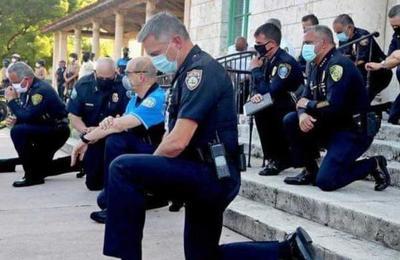 Policías de Miami se arrodillaron junto a manifestantes por la muerte de George Floyd