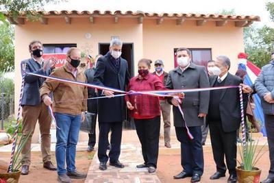 Gobierno entregó 68 viviendas a familias de Luque • Luque Noticias