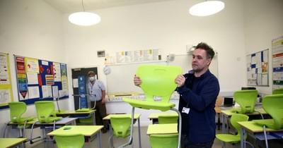 La reapertura de las escuelas desata controversia en el Reino Unido