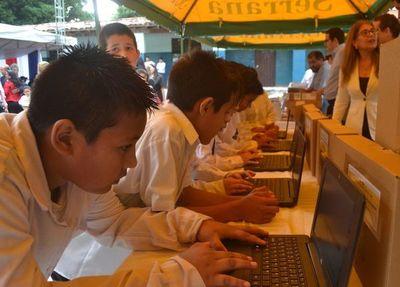 Escuelas indígenas recibirán computadoras antes de la quincena, según el MEC
