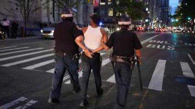 Máxima tensión: saqueos y corridas sobre la Quinta Avenida en Nueva York