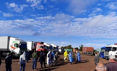 HOY / Camioneros son sometidos a prueba de Covid-19 y resultados estarán el viernes