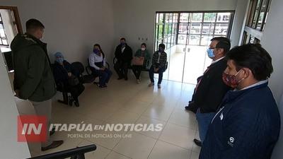 FUNCIONARIOS DE SALUD DE CARMEN DEL PNÁ CON 6 MESES DE SALARIO ATRASADO