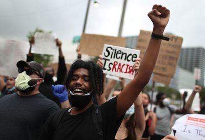 Protestas en Miami cumplen cuatro días en medio de toque de queda