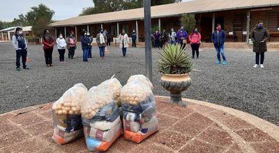 Entregan segunda partida de kits de víveres en Boquerón