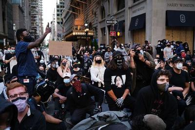 """Noche de protestas en Nueva York: """"¡Que le jodan al toque de queda!"""" – Prensa 5"""