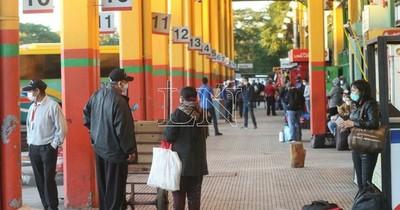 Buses del interior no ingresan a Terminal de Ómnibus como medida de protesta
