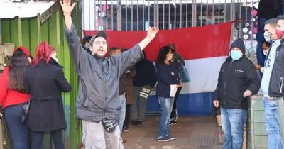 Comerciantes se movilizan contra desalojo ilegal de casillas en el Mercado 4