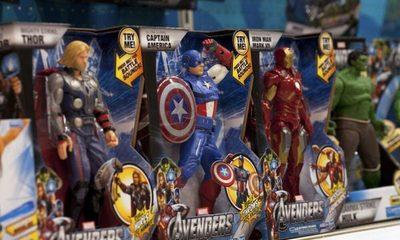 Ministro de Bolivia utiliza muñecos de Avengers para explicar la situación del coronavirus en el país