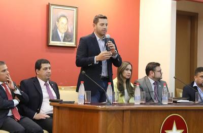 Alliana reelecto como presidente de Diputados