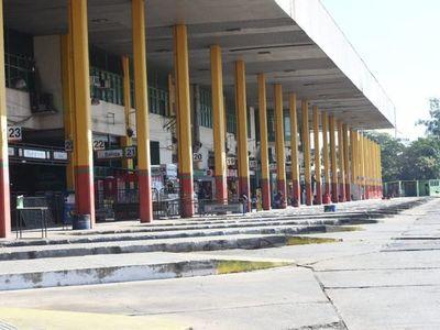 Terminal de Asunción vacía por protesta de empresarios