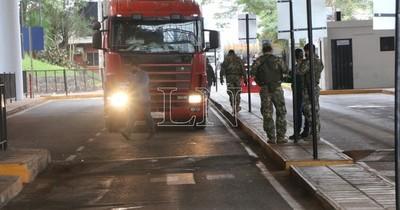Puente de la Amistad: A diario ingresan y salen unos 350 vehículos