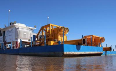 HOY / Dos dragas llegan a Pilar para el inicio del refulado de la defensa costera