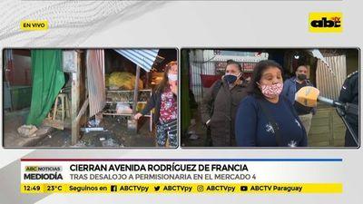 Cierran avenida Rodríguez de Francia en el Mercado 4