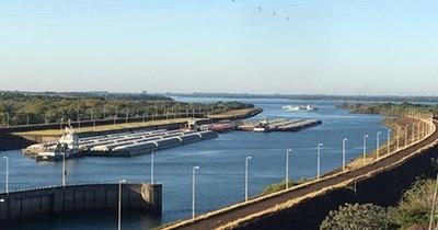 Unas 170 barcazas pasaron tras el vertimiento de agua en el río Paraná