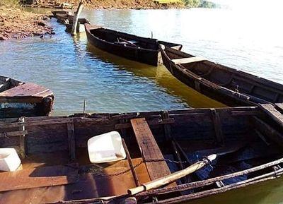 Prefectura decomisa 11 embarcaciones en varios puntos de Itapúa