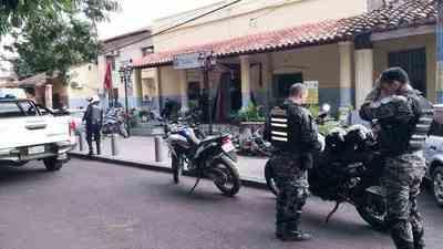 Motochorros asaltaron a esposa de radialista luqueño • Luque Noticias
