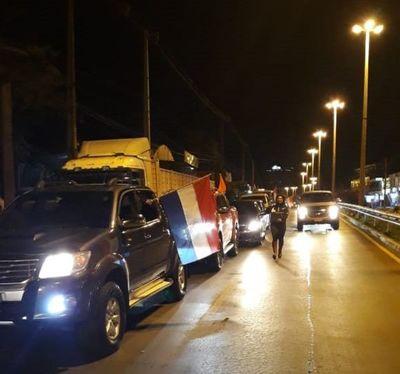 """Caravana contra """"el virus de la corrupción en ANDE y el Ministerio de Salud"""""""