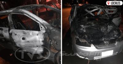 Fuego destruyó un automóvil y presumen que la causa fue un cortocircuito