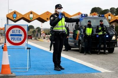 España anuncia pronta reapertura de fronteras terrestres y luego rectifica