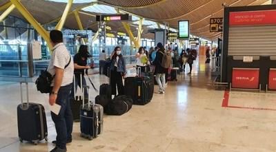Más de 300 compatriotas llegaron hoy de España